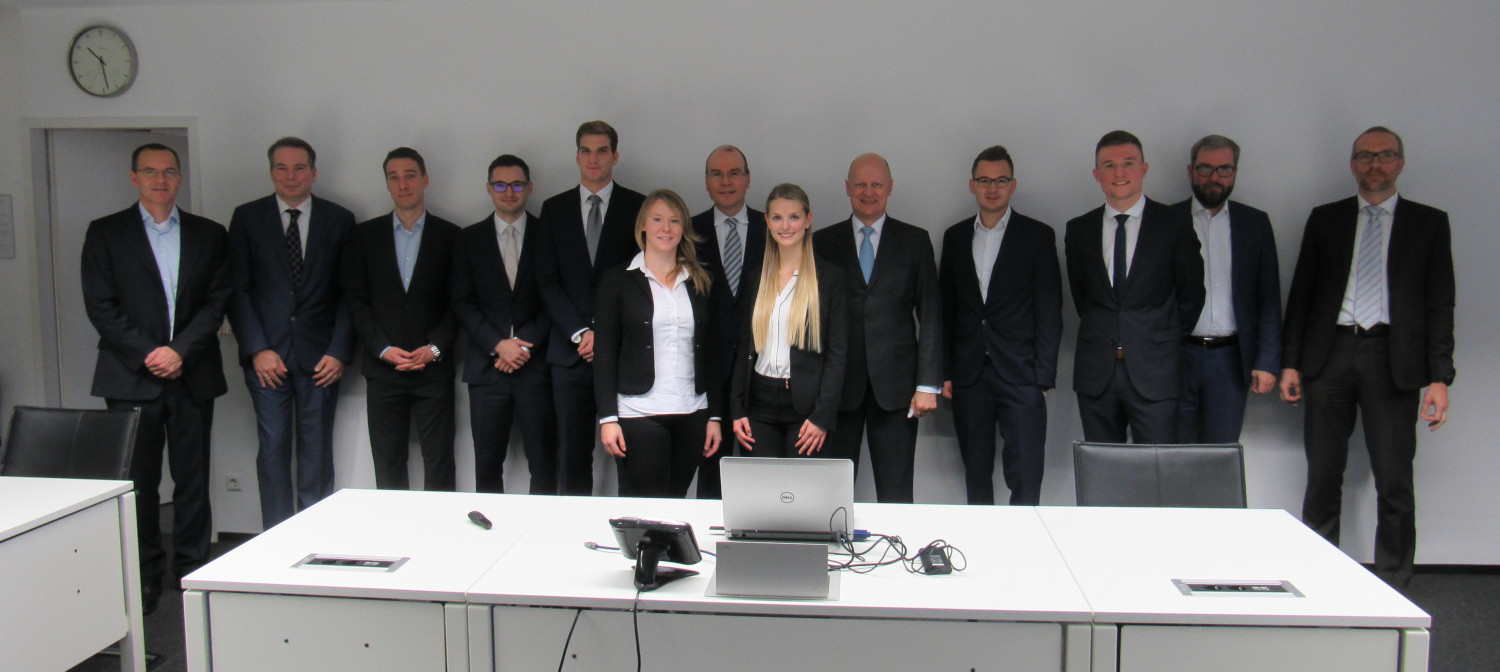 Prof. Dr. Ralf P. Thomas (5th f.l.), Prof. Dr. Thomas M. Fischer (7th f.l.), the SIEMENS Advisors, and CBM Student Participants in WT 2018/19