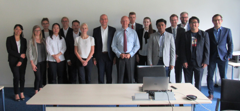 "Zum Artikel ""Successful conclusion of the cooperation seminar with Prof. Dr. Ralf P. Thomas (CFO, Siemens AG) in summer term 2019"""